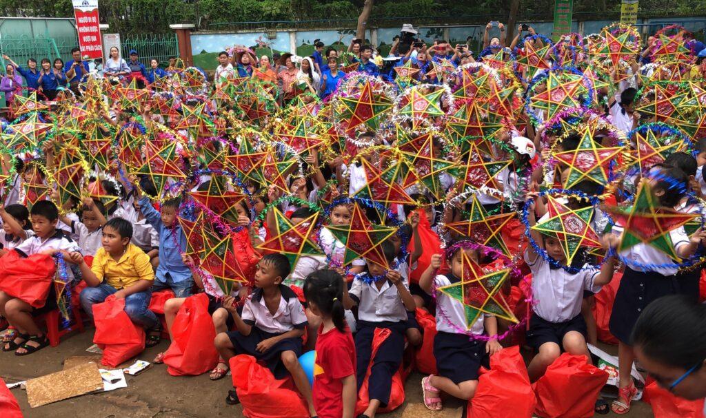 Mang 'Trăng rằm tuổi thơ' về với trẻ em vùng sâu tỉnh Đồng Nai ảnh 10