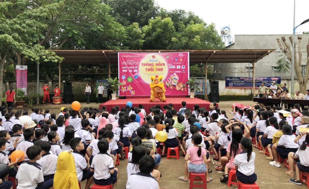 Mang 'Trăng rằm tuổi thơ' về với trẻ em vùng sâu tỉnh Đồng Nai ảnh 4