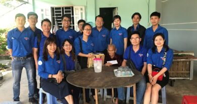 Đoàn viên, thanh niên thăm, tặng quà Mẹ Việt Nam anh hùng ngày 22/10/2020